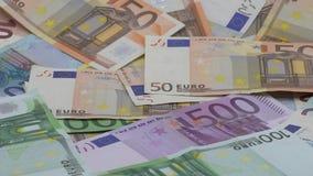 Zwolnione tempo euro spada Banknoty r??ne warto?ci Euro got?wka zbiory