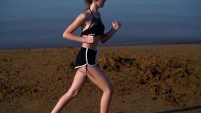 Zwolnione tempo klamerka młoda kobieta jogging zdjęcie wideo