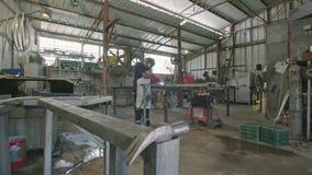 Zwolnione tempo spawacz spawalniczej budowy stalowe ramy zdjęcie wideo