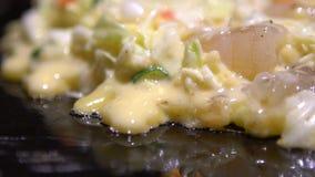 Zwolnionego Tempa Okonomiyaki japończyka jedzenie Gotować Monjayaki w Japonia restauracji zdjęcie wideo