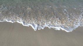 Zwolnionego tempa shorebreak na piasku zdjęcie wideo