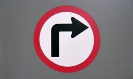 Zwrot prawicy ruchu drogowego symbol zdjęcia stock