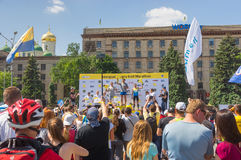 Zwycięzca ceremonia Interipe Dnipro Przyrodnia Maratońska rasa na miasto ulicie Obraz Stock