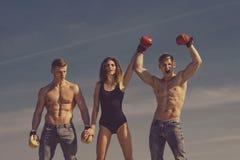 Zwycięzca i nieudacznik w bokserskich rękawiczkach z dziewczyną obrazy royalty free