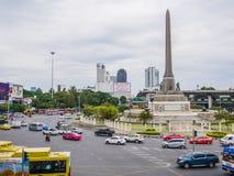 Zwycięstwo zabytek, Bangkok, Tajlandia 08 2017 Nov: Ruch drogowy przy zwycięstwo zabytkiem Obraz Stock