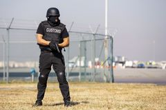 Zwyczaje i rabatowy ochrona oficer obraz stock