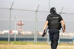 Zwyczaje i rabatowy ochrona oficer zdjęcia royalty free
