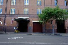 Zwyczajna strefa i ulica z nowożytnymi budynkami mieszkaniowymi przy Rh Zdjęcie Stock