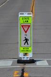 Zwyczajny crosswalk znak Obrazy Royalty Free
