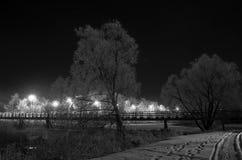 Zwyczajny most przy nocą. Suzdal, Rosja. zdjęcie stock