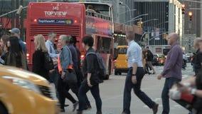Zwyczajny skrzy?owanie Avtobus nowy Jork 05/05/2019 zdjęcie wideo