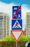 Zwyczajny skrzyżowanie znaka Obrazy Stock