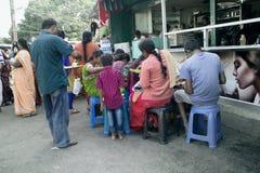 Zwykła egzotyczna Indiańska uliczna kawiarnia dla Hindus zdjęcie royalty free