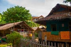 Zwykły lokalny wiejski dom w Apo wyspie, Filipiny Zdjęcia Stock