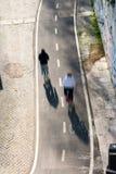 Zyklusweg entlang Tiber rive in Rom Stockfotos