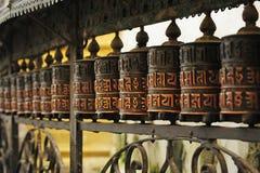 Zylinder, die in Nepal beten Stockfoto