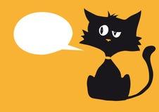 Zynische Katze der Karikatur mit einem leeren weißen Blasenaufkleber für kundenspezifischen Text, Leuchtorangehintergrund stockfotos