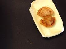 Zyskuje przychylność chuch i kulebiaka na naczyniu - smażący deser Obrazy Stock