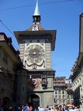 Zytglogge klockatorn på den Kramgasse gatan Royaltyfri Fotografi