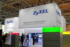 zyxel стойки экспо компьютера cebit стоковая фотография