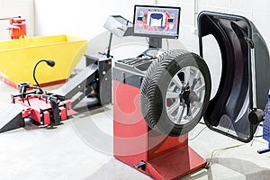 Car maintenance and service center. Vehicle tire repair and replacement equipment. Seasonal tire change