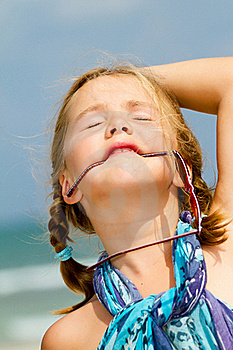 Child with sunglasses at the beach