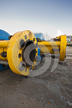 Underwater oil or gas pipes/drilling risers