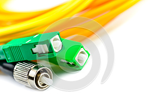 Optic cable link plug connector