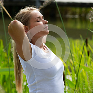 girl swinging blondin