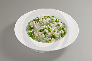 Round dish with boiled rice and peas