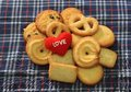 Message Love You And  Cookies For Valentine S Day Royalty Free Stock Photography - 41614637
