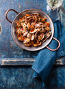 Shells Vongole With Tomato Sauce Stock Photo - 43830300