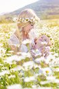 Family Mom And Child In Field Of Daisy Flowers Stock Photo - 55473770