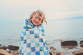 Happy Child Girl Covered In Quilt Blanket, Cozy Summer Holidays On Seaside Stock Photography - 61740842