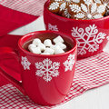 Red Mugs With Hot Chocolate And Marshmallows And Gingerbread Cookies Royalty Free Stock Images - 64127369