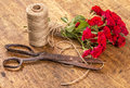 Bouquet Of Red Roses, Ball Of Twine And Old Rusty Scissors On Wo Stock Photos - 73047913