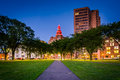 Walkway At The New Haven Green And Buildings In Downtown At Nigh Stock Photo - 75644450