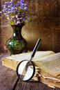 Magnifying Glass And Old Book Stock Photo - 80351670