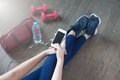 Female Fitness Using Mobile Phone Royalty Free Stock Images - 85663719