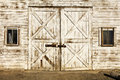 Old White Barn Door Grunge Weathered Stock Photos - 86407093