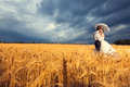 Gorgeous Bride And Groom In Wheat Field With Blue Sky In The Bac Royalty Free Stock Photo - 86565915