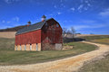 Peaceful Red Barn In The Countryside Iowa, USA Royalty Free Stock Photos - 89401898