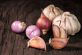Garlics And Red Onion Stock Photo - 91256560