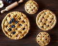 Close Up. Homemade Pastry Apple Pie Pies Bakery On Dark Wooden Kitchen Table With Raisins, Blueberry And Apples Royalty Free Stock Images - 92885849