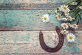 Rustic Background With Rusty Horseshoe And Bouquet Of Daisies On Royalty Free Stock Photo - 95759175