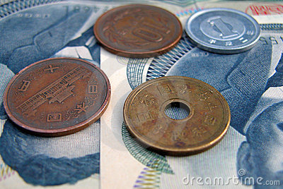 JJapanese coins and 100 yens bills