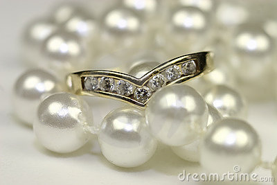 Engagement rings and pearls