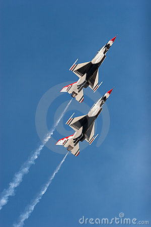 F16 thunderbird planes at airshow