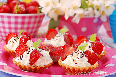 Strawberry mini tartlets