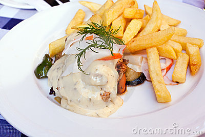 Grilled slices of chicken breast with sauce bearna